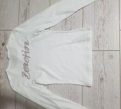 Nova Benetton majica sa sljokicastim natpisom