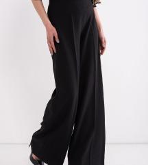 Crne pantalone sirokih nogavica