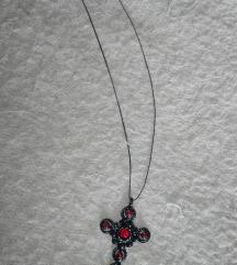 Crna ogrlica sa krstom