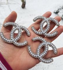 Chanel biserni broš