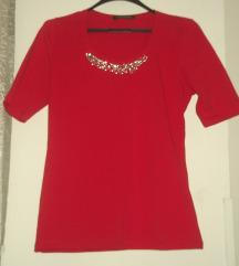 Crvena majica sa ukrasom