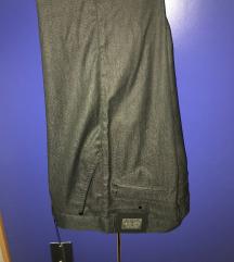 Zenske pantalone na peglu