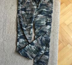 Militari vojne pantalone