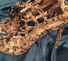 Sandale na stiklu sa zmijskim printom