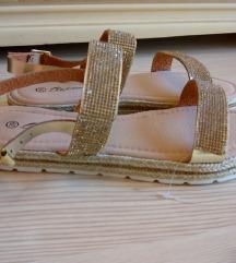 Nove sandale sa debljim djonom 39