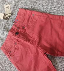 Nove pantalone sa etiketom 104