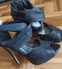 Zenske sandale na stiklu