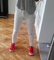 Bershka pocepane pantalone