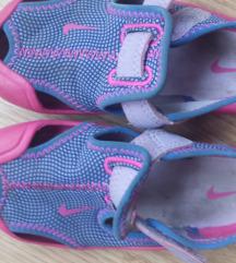 Nike sandalice 25