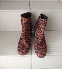 Stradivarius leopard cizmice