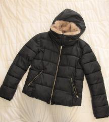 163. Pull & bear crna mont jakna, krzno+kapuljača