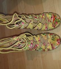 Letnje sandale na platformu