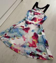 Cvetna haljina A kroja sa golim ledjima