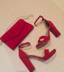 Crvene sandale na stiklu