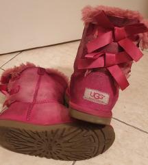 UGG cizme - original sa hologramom 32-33