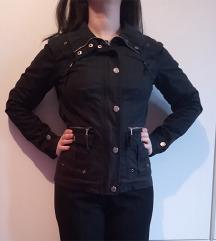 Crna jakna za prelazni period
