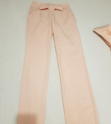Svetlo roze pantalone