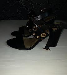 Nove sandale crne