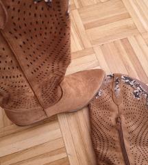 Čizme, nove.
