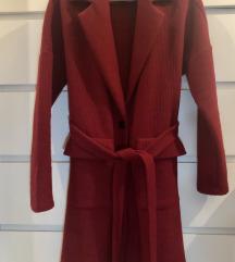 Bordo crveni kaput