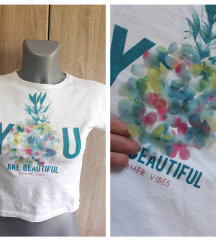 Bela pamucna majica sa cveticima