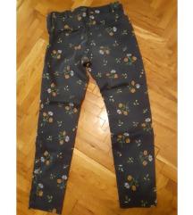 Teget pantalone sa cveticima
