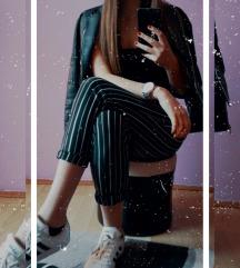 crno bele pantalone