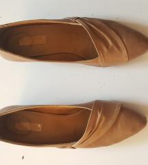 Kožne cipele na stiklu