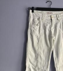 Plitke bele pantalone