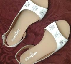 Bele sandale , NOVO