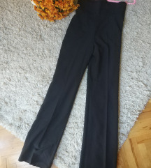 Pantalone visok struk i peglane na liniju