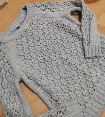 Prelep rupičasti džemper kao nov