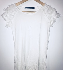 Bela majica pera