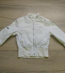 Prelepa jaknica za prolece
