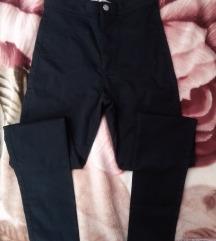 Crne pantalone uzane
