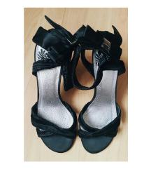 Cipele sa mašnicom na peti