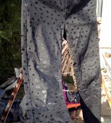 *SNIZENO* H&M Crne pantalone sa printom flekica