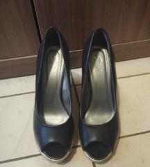 Crne cipele sa punom petom