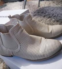 Bez ravne cipele 37