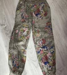 Cvetne lagane pantalone