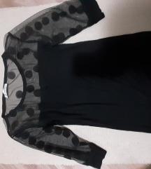 Crna majica sa tufnama