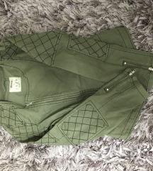 Prelepa nova jaknica