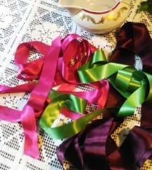 Satenske-svilene trake sa slike