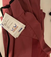 Vodootporna jakna sa etiketom