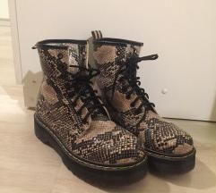 Moderne cizme zmijski print 40 br