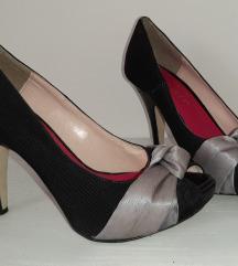 Italijanske crne sandalete sa masnom