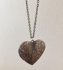 Ogrlica sa srce priveskom, srebrna boja