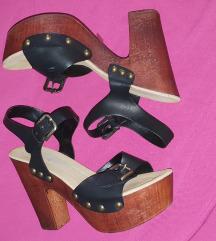 Crne sandale sa kaisevima na stiklu