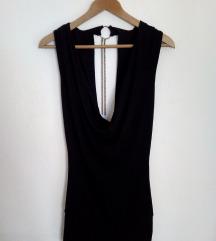 Crna haljina sa golim leđima