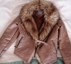Prelepaa jaknica sa krznom, postavljena
